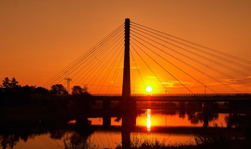 Radebeul Elbebrücke im Sonnenuntergang