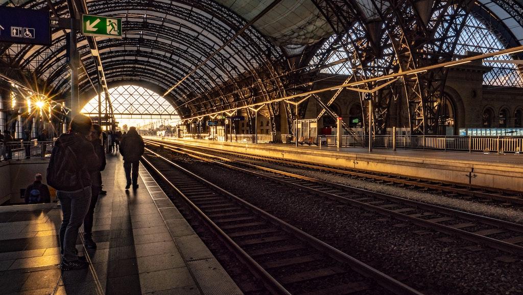 Dresden Hauptbahnhof Sonnenuntergang