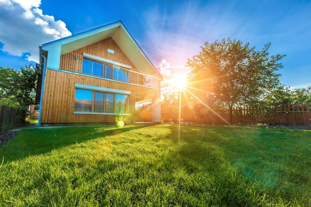 modernes-ferienhaus-sommergarten